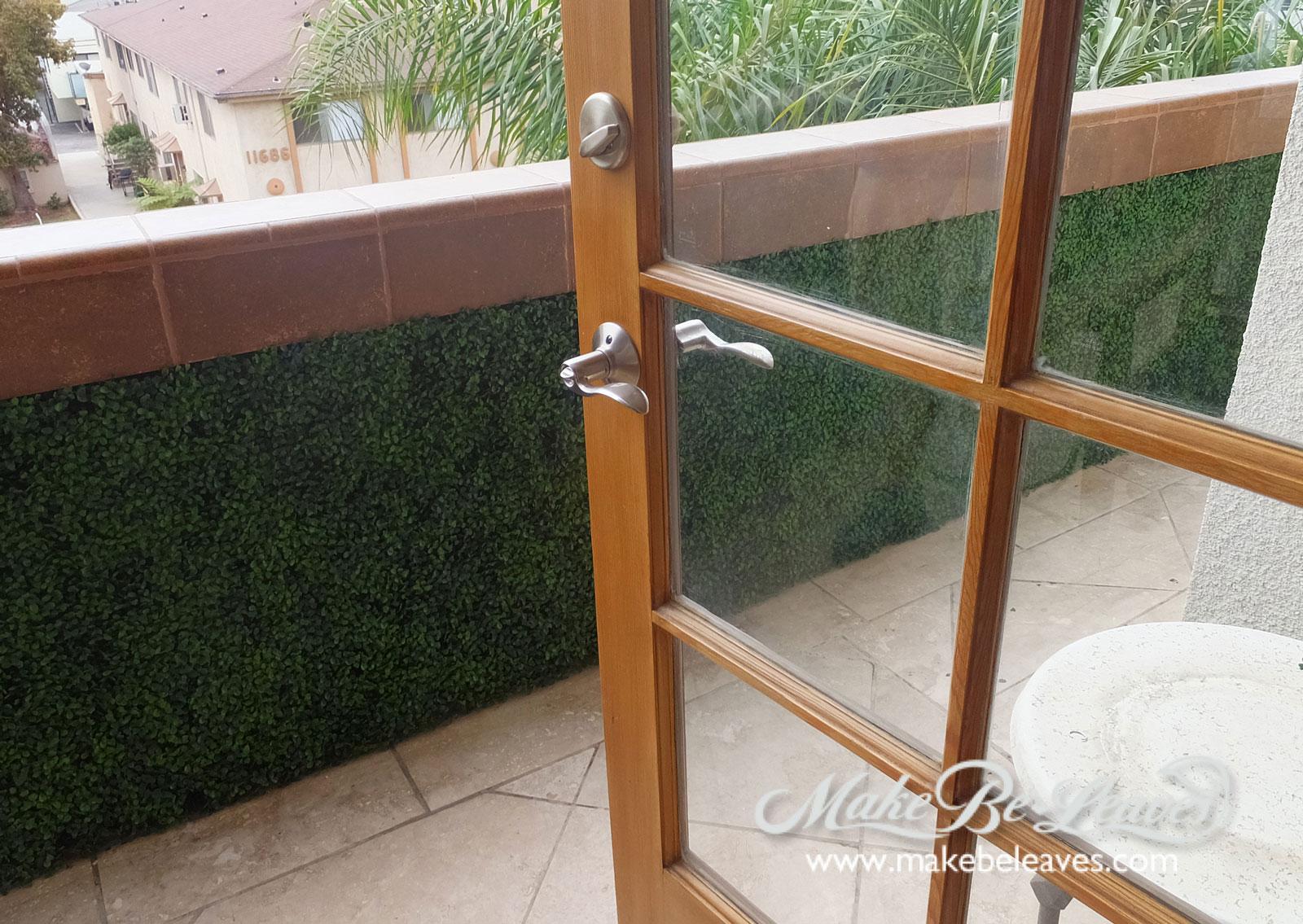 Make be-leaves UV_boxwood_balcony_wall1