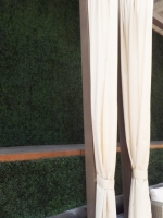 deck-UV-boxwood-wall