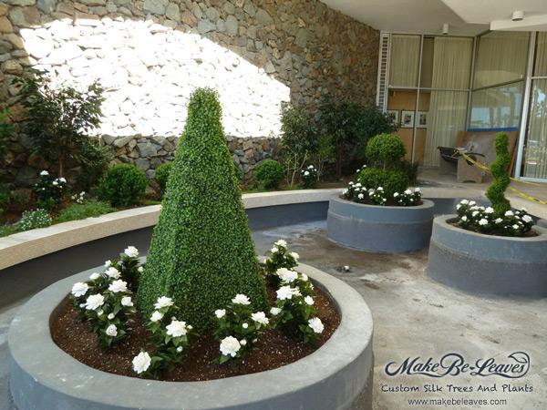 Outdoor UV plantscape