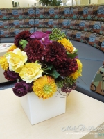 Ranuculus_and_roses_arrangement